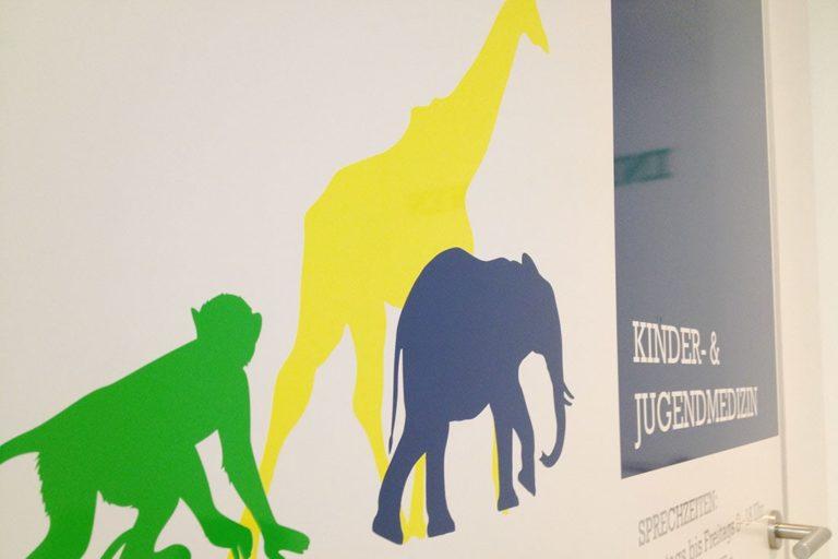 Kinderarztpraxis am GesundheitsCentrum · Praxisbeschriftung · Signaletik · Grafikstudio Carreira · Susi Carreira · Werbeagentur Bad Oeynhausen · Minden · Bünde